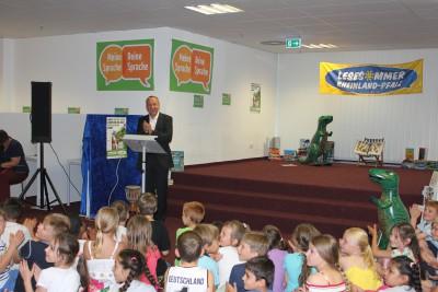 Minister Konrad Wolf eröffnet den 10. Lesesommer Rheinland-Pfalz in der Öffentlichen Bücherei Anna Seghers in Mainz